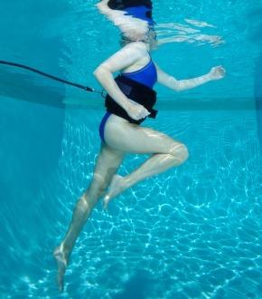 бег в бассейне